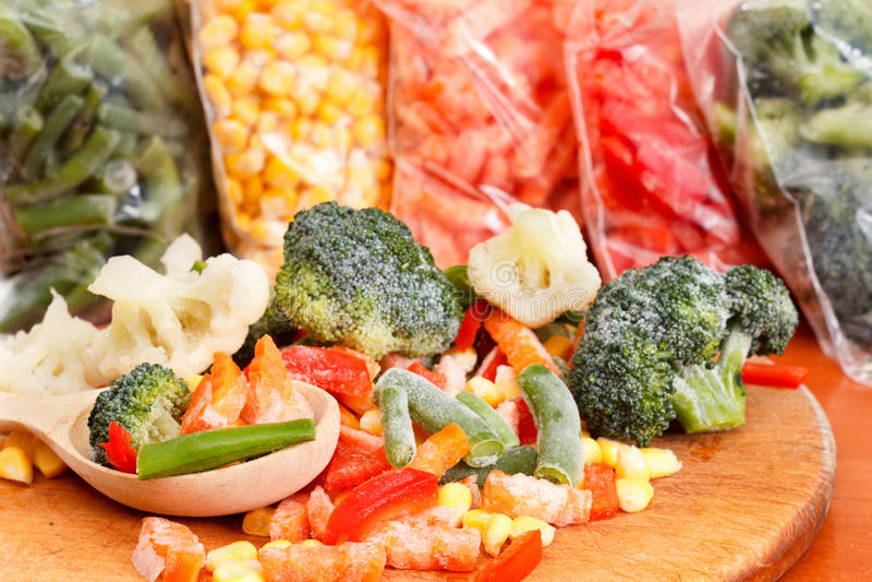 Пук смешанных, который замерли овощей стоковое изображение