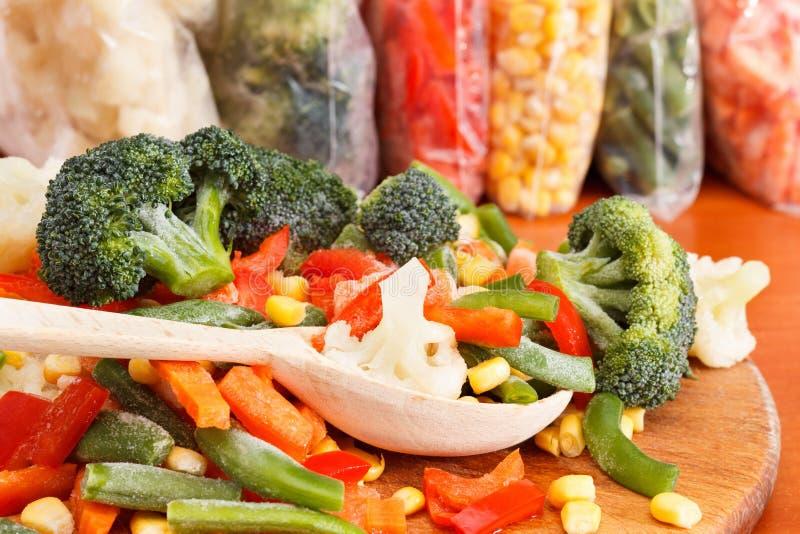 Пук смешанных, который замерли овощей стоковая фотография