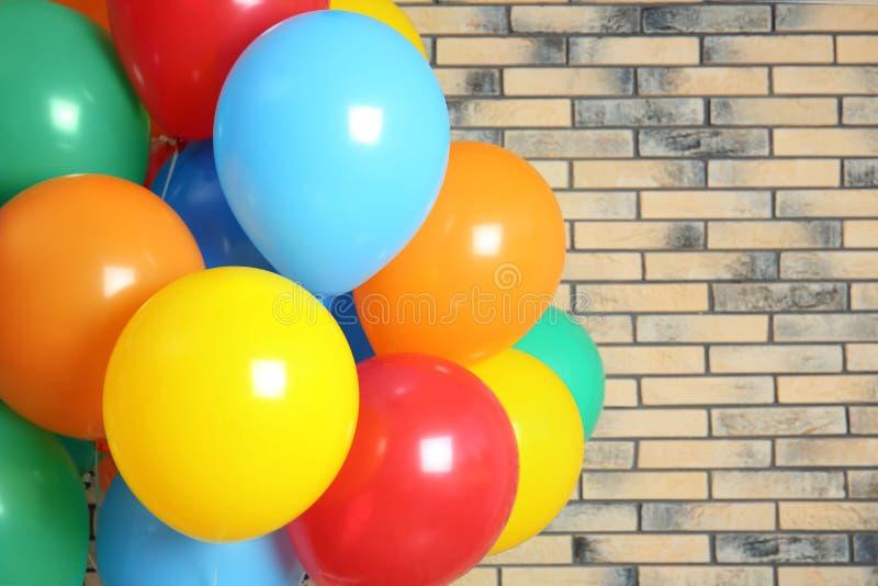 Пук ярких воздушных шаров стоковое фото rf