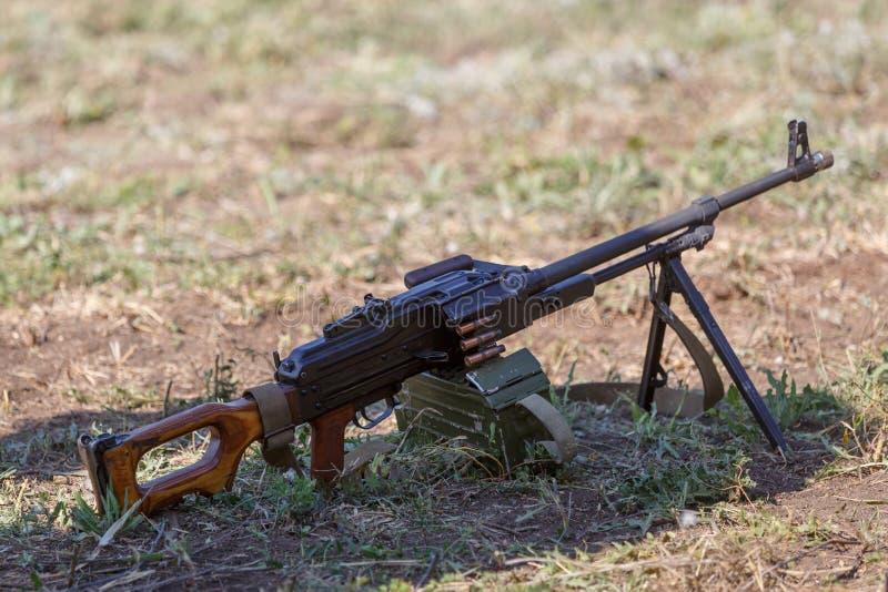 Пулемет PK автомата Калашниковаа на том основании стоковые фото