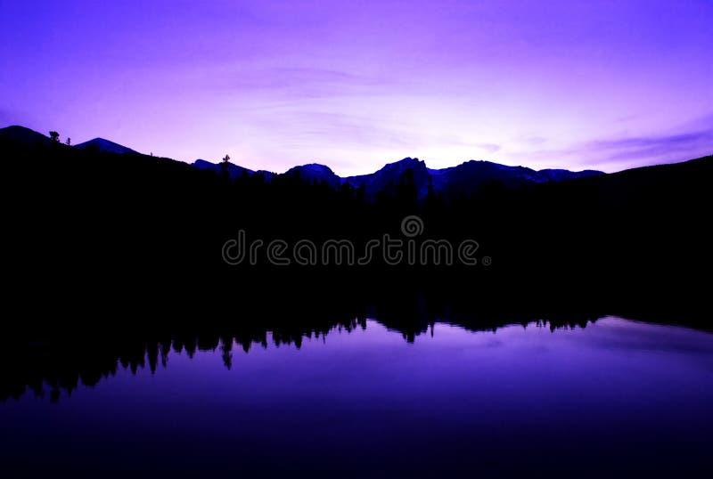 пульсации пурпура мира стоковые изображения rf