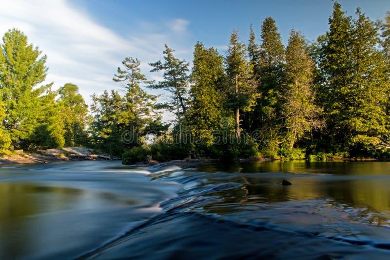 Пульсация в подаче ` s реки стоковая фотография rf