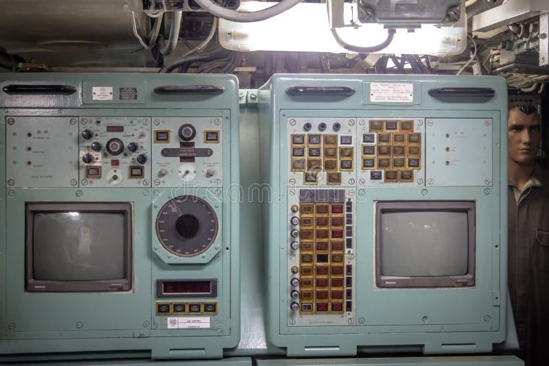 Пульт управления внутри старого музея Riachuelo - Рио-де-Жанейро подводной лодки, Бразилии стоковая фотография rf