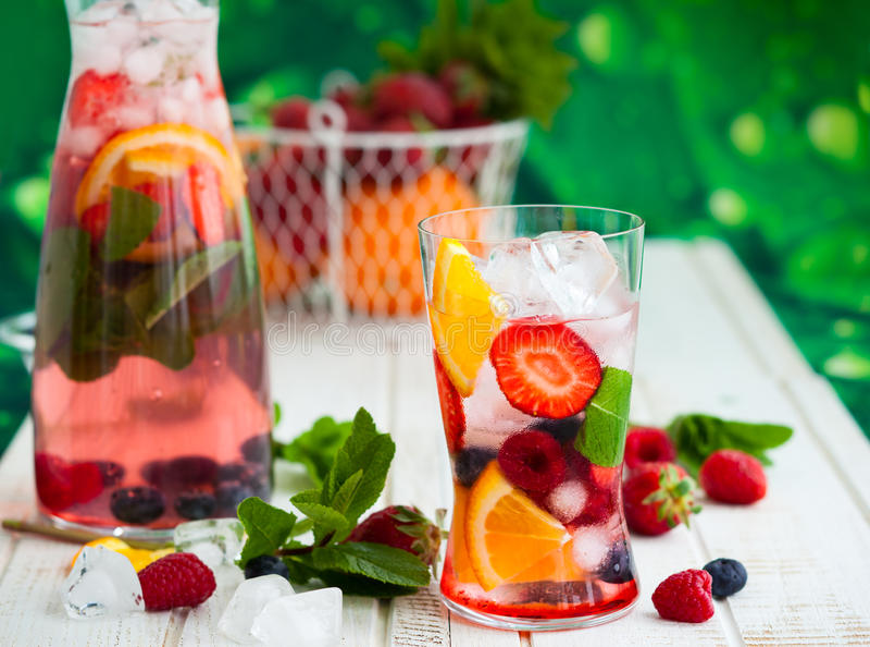 Пунш плодоовощ и ягоды стоковое изображение rf