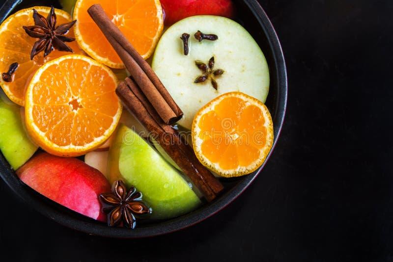Пунш сидра Яблока оранжевый в лотке стоковые фото