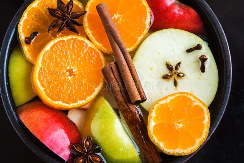 Пунш сидра Яблока оранжевый в лотке стоковое фото