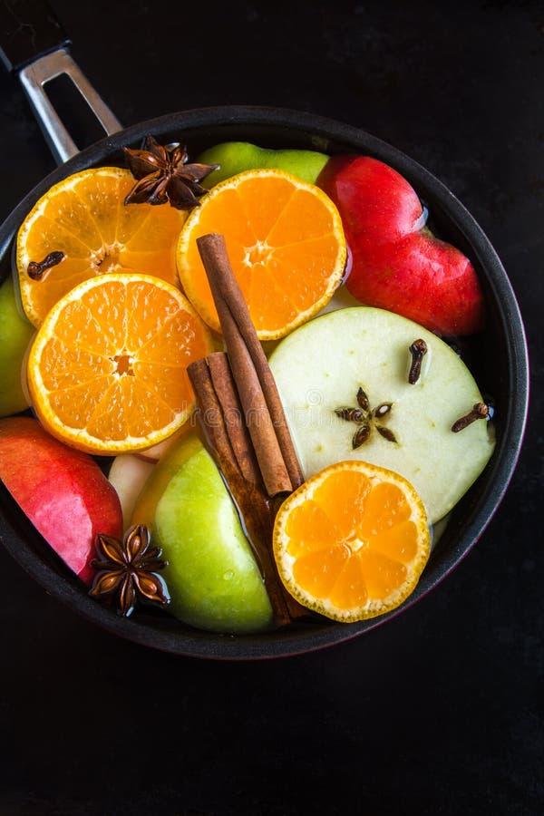Пунш сидра Яблока оранжевый в лотке стоковые изображения
