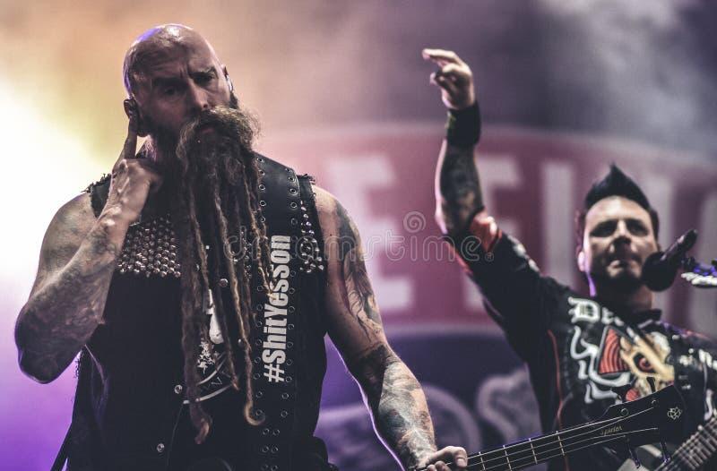Пунш смерти 5 пальцев, Крис Kael живет в концерте 2017, тяжелый метал стоковая фотография