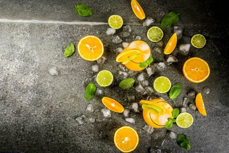 Пунш цитруса лета с апельсинами и известкой стоковые фотографии rf