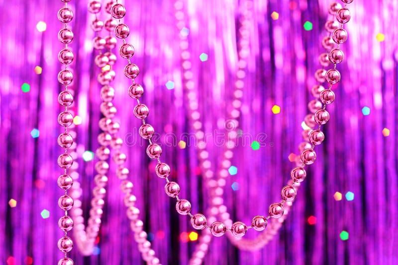 Пурпуровые праздничные украшения Кристмас стоковое изображение rf