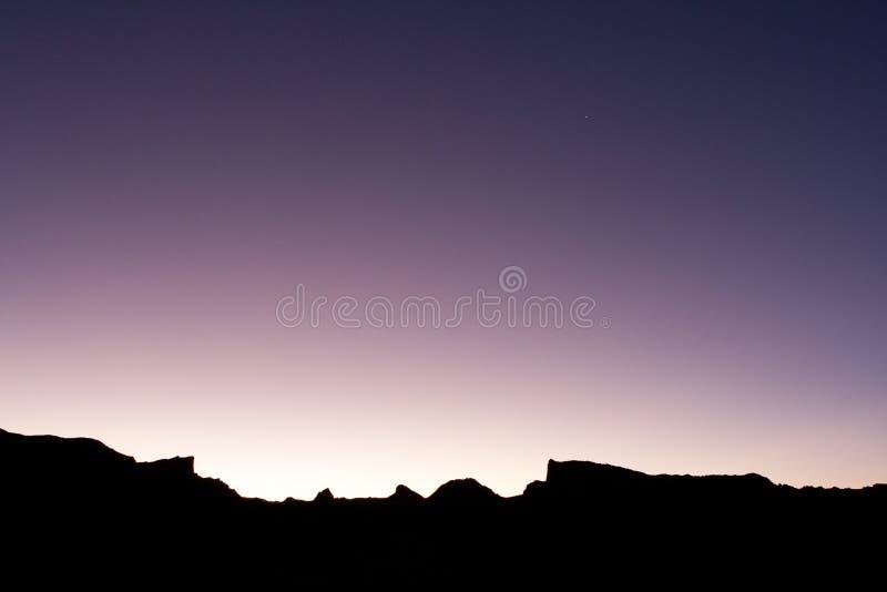 пурпуровый заход солнца силуэта стоковая фотография