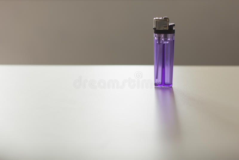 Пурпуровый лихтер стоковые фотографии rf