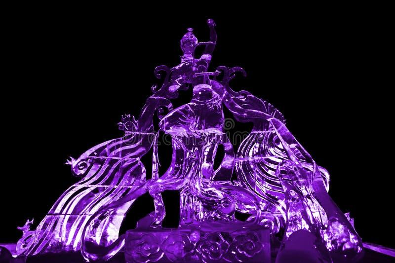 Пурпур ледяной скульптуры феи и Феникса стоковая фотография rf