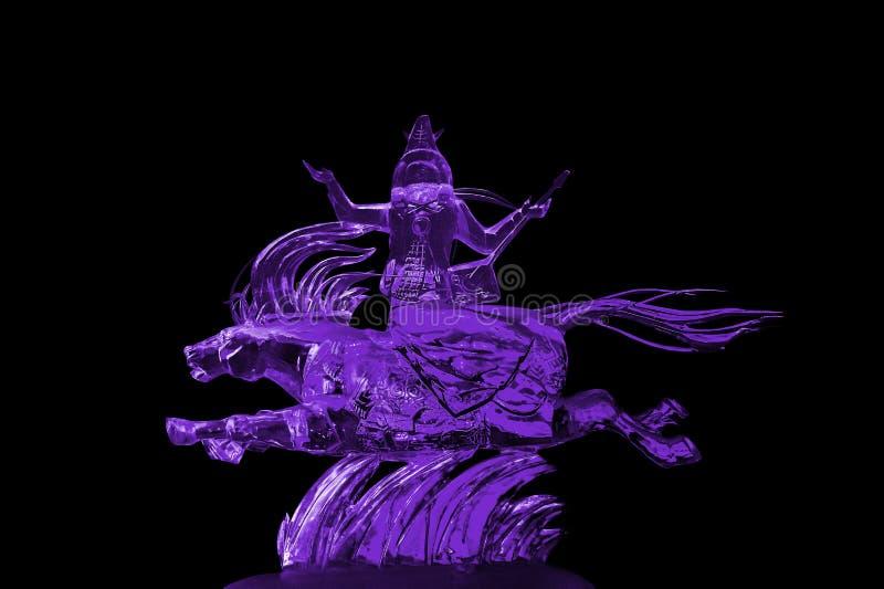 Пурпур ледяной скульптуры Immortals и Пегаса стоковая фотография