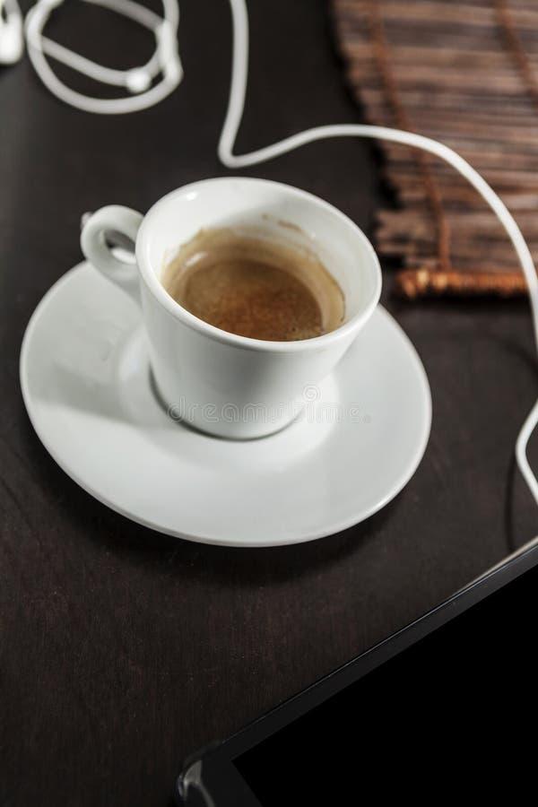 Пусковая площадка и кофе стоковые фотографии rf
