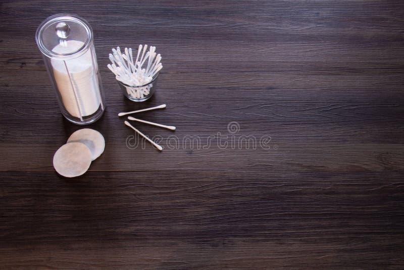 Пусковые площадки хлопка и бутоны хлопка стоковая фотография