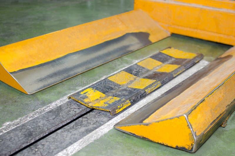 Пустая бумага свертывает вагонетку в заводе печатания стоковое фото