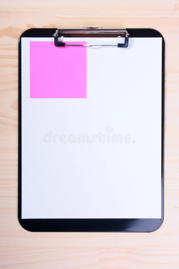 пустая бумага цвета clipboard стоковые фото