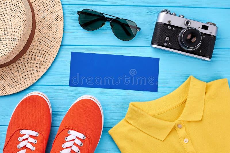 Пустая голубая бумага, аксессуары лета стоковая фотография rf