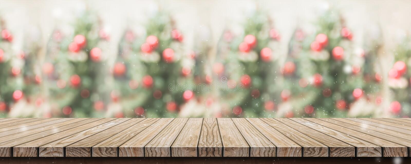 Пустая деревенская деревянная столешница планки с абстрактным рождеством t нерезкости стоковые фото