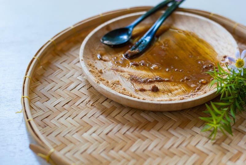 Пустая деревянная плита после десерта была съедена стоковое фото