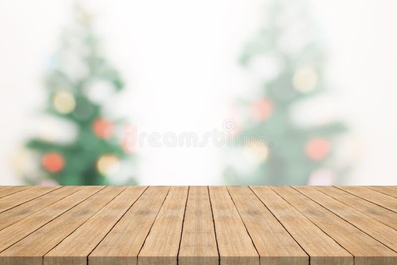 Пустая деревянная столешница на запачканной предпосылке от тройника рождества стоковые изображения