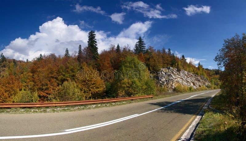 Download пустая дорога стоковое изображение. изображение насчитывающей environment - 6855327