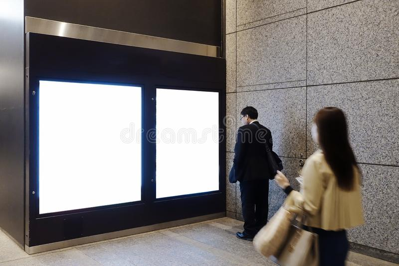 Пустая доска в улице или станции стоковое изображение rf