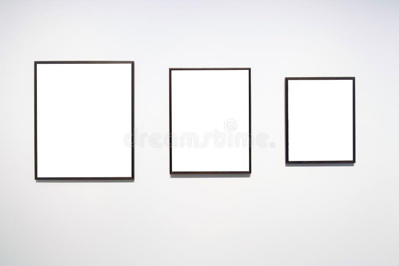 Пустая пустая золотая рамка на белой предпосылке Художественная галерея, museu стоковые изображения rf