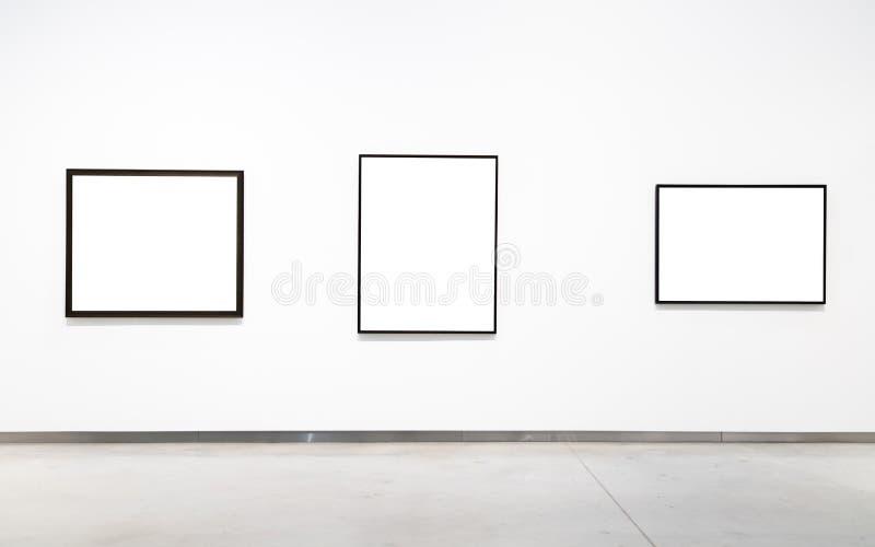 Пустая пустая золотая рамка на белой предпосылке Художественная галерея, museu стоковые фотографии rf