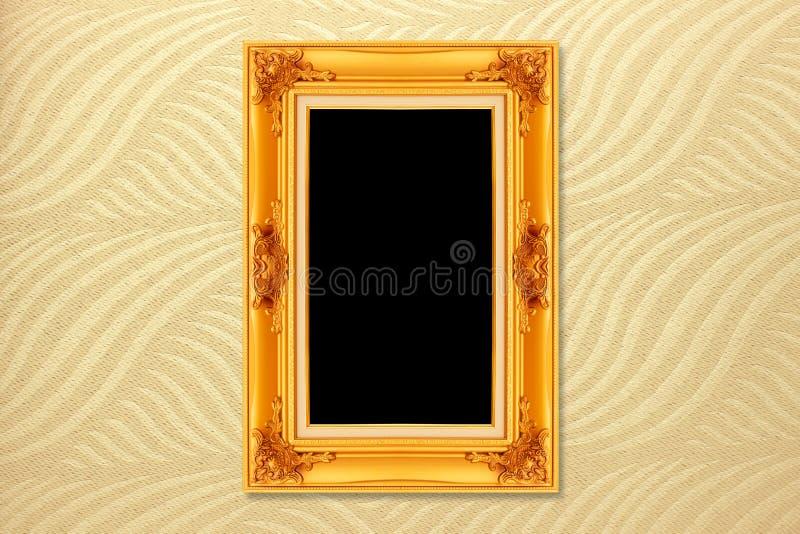 Пустая золотая винтажная рамка на обоях стоковая фотография rf