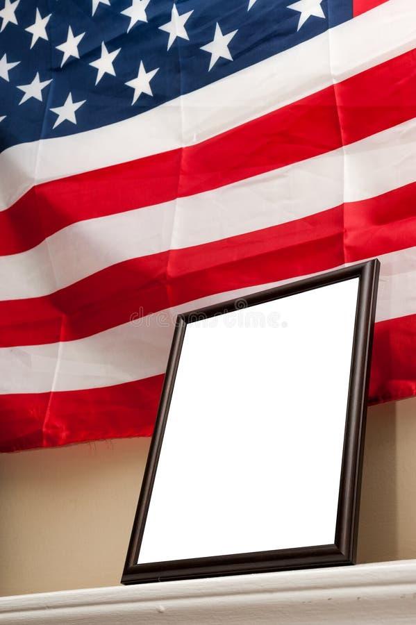 Пустая картинная рамка на предпосылке американского флага стоковая фотография rf