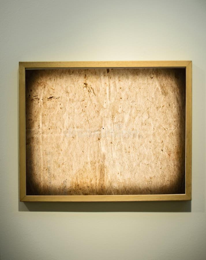 Пустая картинная рамка на стене галереи стоковое фото rf