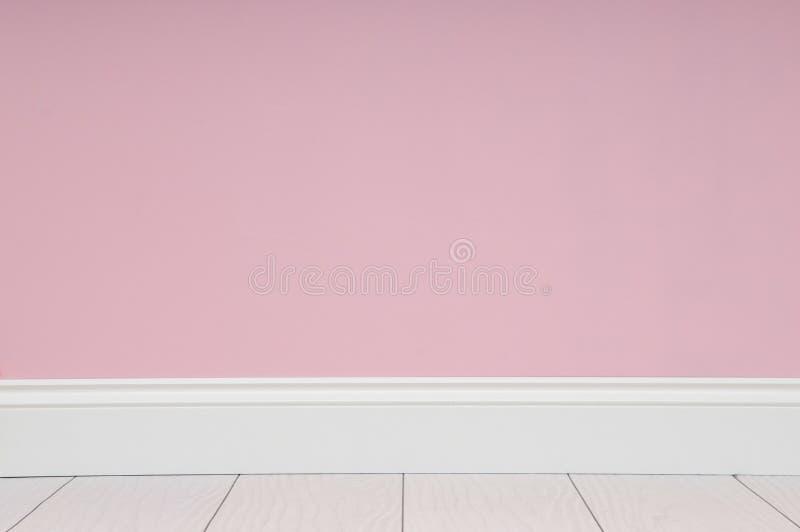 Пустая комната с розовой стеной стоковые фотографии rf
