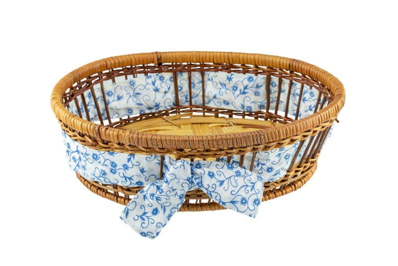 Пустая корзина с голубой белой лентой изолированной на белом backgrou стоковые изображения