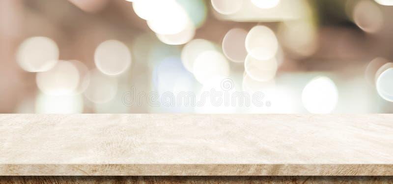 Пустая коричневая таблица цемента над предпосылкой магазина нерезкости, знаменем, pro стоковые фотографии rf