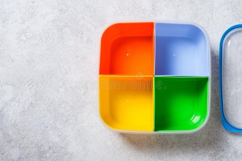 Пустая коробка для завтрака с 4 разделами для различной еды стоковое изображение