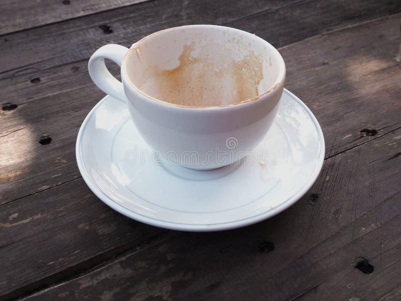 Пустая кофейная чашка после выпивать стоковая фотография rf