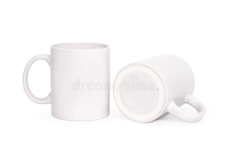 Пустая кружка кофе изолированная на белой предпосылке Шаблон чашки напитка для вашего дизайна Пути клиппирования или отрезать вне стоковое фото rf