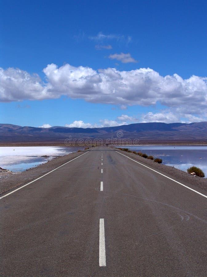 пустая плоская дорога прямо стоковые фотографии rf