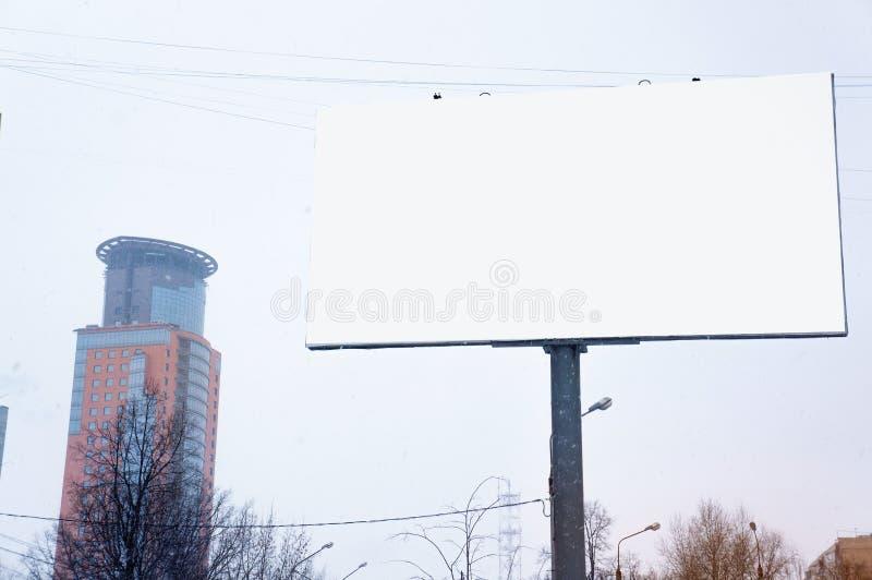 Пустая пустая афиша, плакат, насмешка вверх, на улице, для вашего lo стоковое изображение