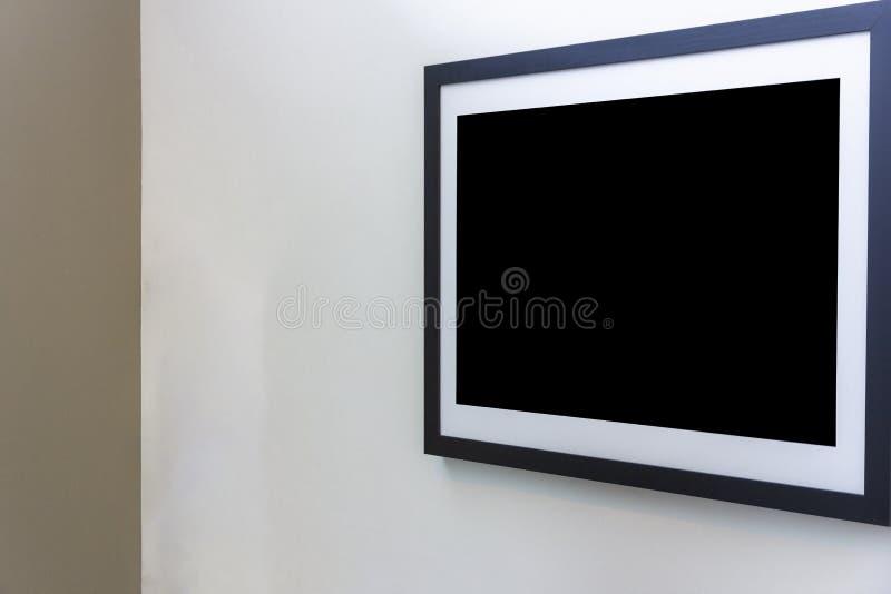 Пустая рамка фото на белой стене в художественной галерее стоковая фотография