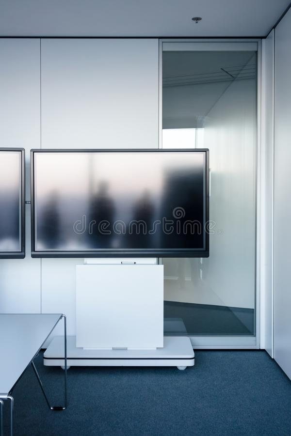 Пустая современная комната видеоконференции стоковая фотография rf