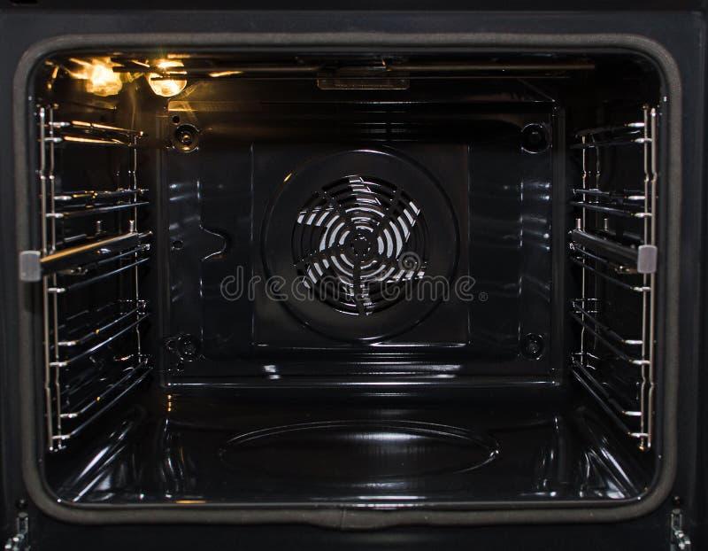 Пустая современная печь стоковое изображение rf