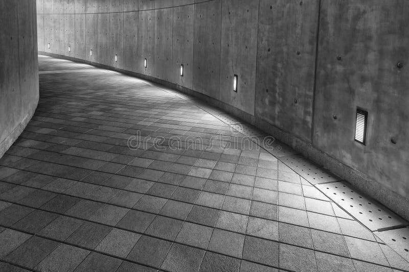 Пустая современная пешеходная дорожка стоковое фото