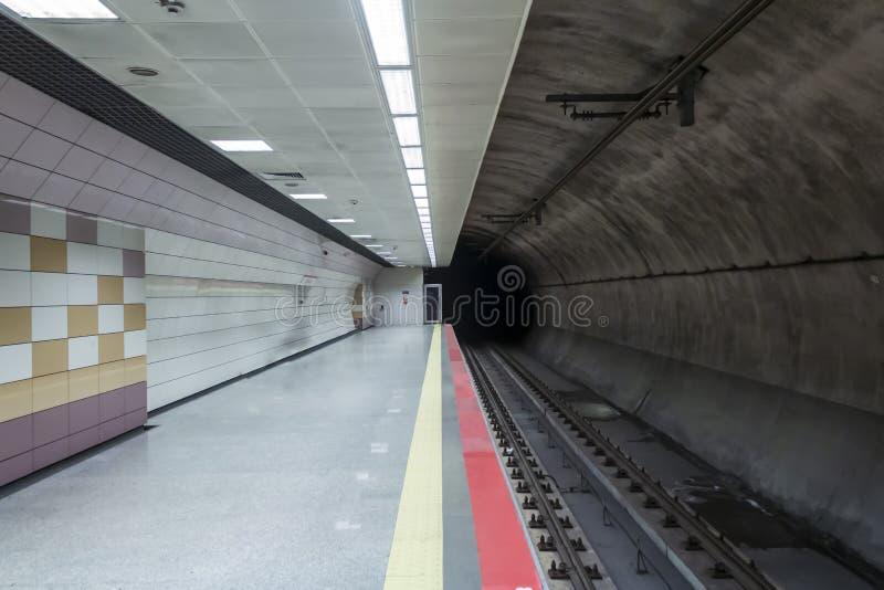 Пустая станция метро в Стамбуле стоковые фото