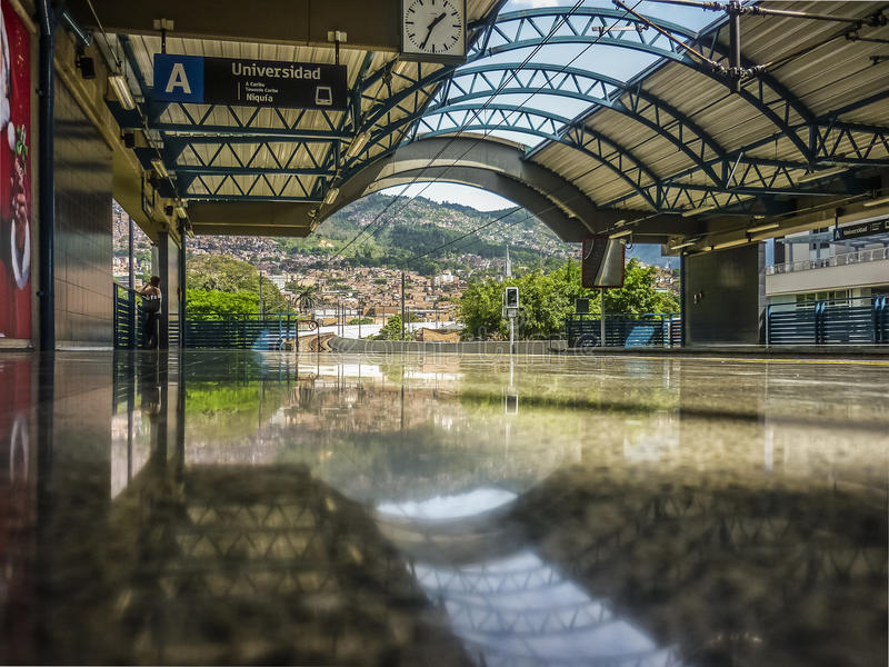 Пустая станция метро в Medellin Колумбии стоковое изображение