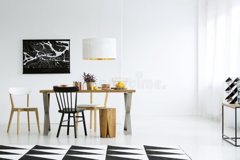 Пустая стена в столовой стоковые фото