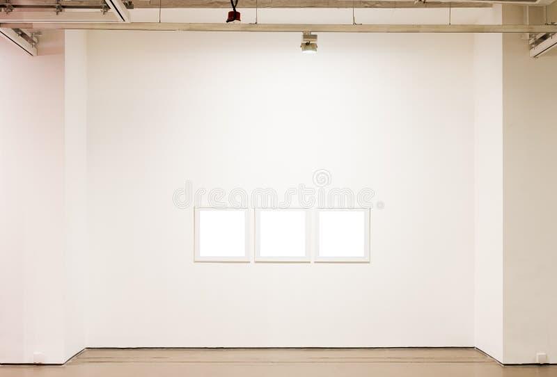 пустая стена рамок стоковое фото rf