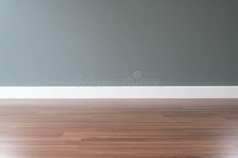 пустая стена с деревянным полом ниже стоковое изображение